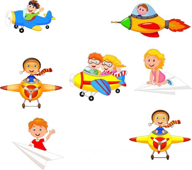 Die karikaturkinder, die flugzeug spielen, spielt sammlungssatz Premium Vektoren