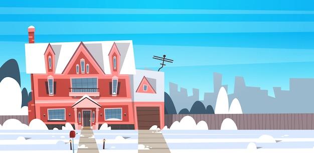 Dorf-winter-landschaftshaus-gebäude mit schnee auf spitzenstadt- oder stadtvorortstraße Premium Vektoren