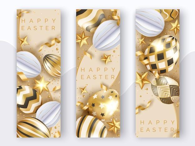Drei vertikale osterbanner mit realistischen goldverzierten eiern, bändern, sternen und kugeln. Premium Vektoren