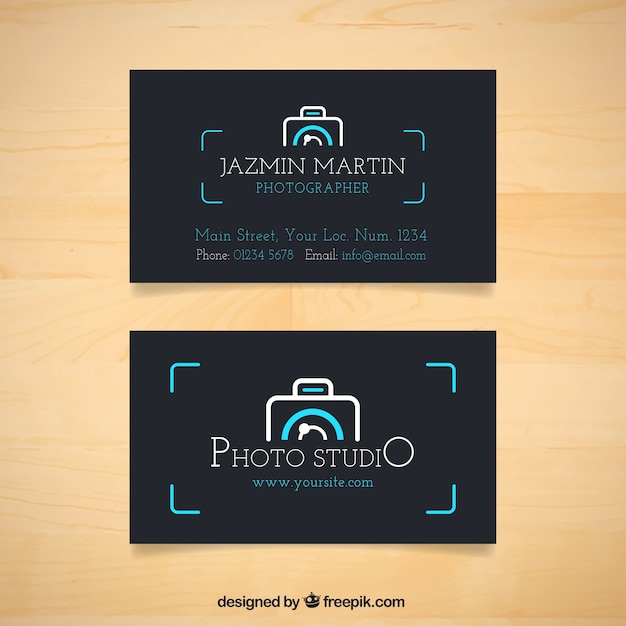 Dunkle fotostudio-karte mit kamera-logo Kostenlosen Vektoren