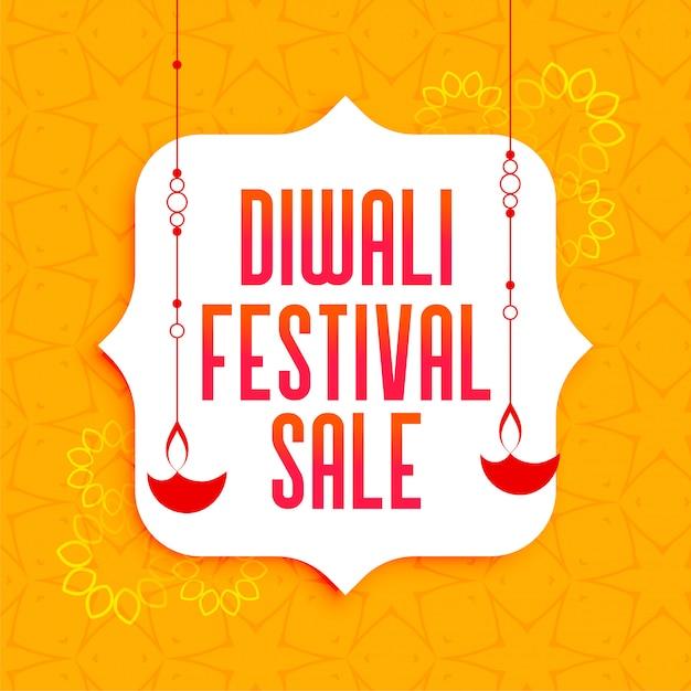 Ehrfürchtige diwali festivalverkaufsfahne mit hängenden diya lampen Kostenlosen Vektoren