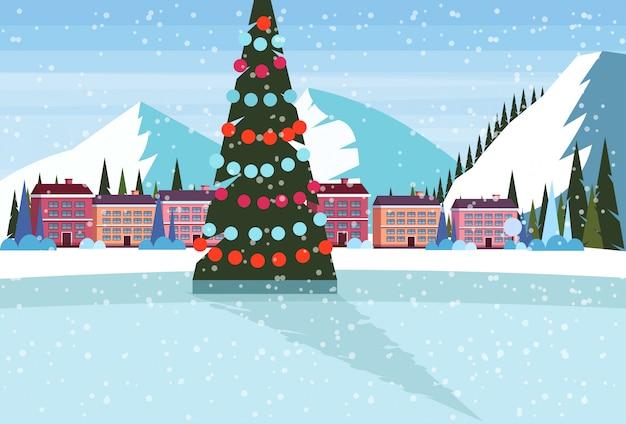 Eisbahn mit geschmücktem weihnachtsbaum im skiorthotel Premium Vektoren