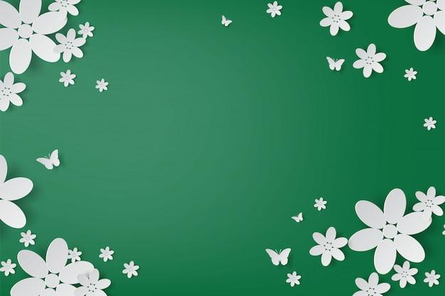Elegante weiße blumen und schmetterlingshandwerk realistisch auf grünem hintergrund. Premium Vektoren