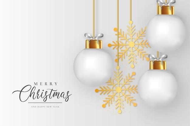 Eleganter weihnachtsrahmen mit realistischem hintergrund der weißen weihnachtskugeln Kostenlosen Vektoren