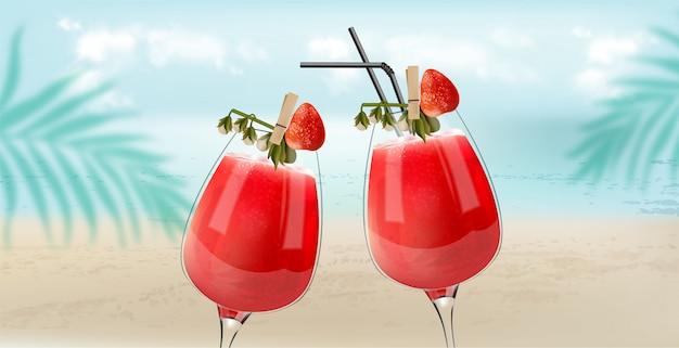 Erdbeer-cocktails, die mit strand-, see- und palmblättern auf hintergrund klirren. brise atmosphäre Kostenlosen Vektoren