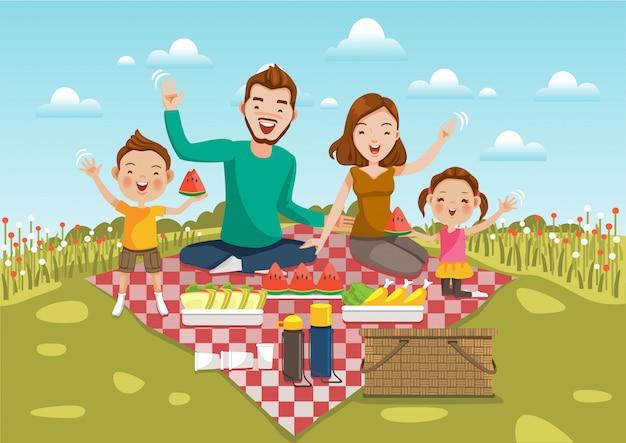 Familienpicknick sitzen auf einer grünen wiese mit feld von blumen und von hellem himmel. Premium Vektoren