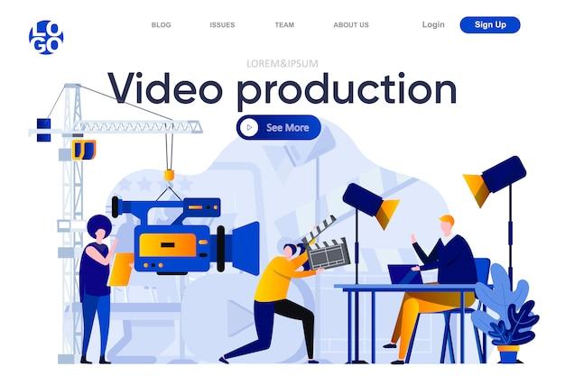 Flache landingpage für die videoproduktion. bediener mit videokamera und assistent in der studioillustration. das arbeitsteam der videoproduktion erstellt die komposition von webseiten für videoinhalte mit personenzeichen Premium Vektoren