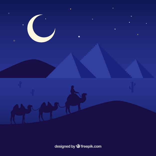 Flache nachtlandschaft mit ägyptischen pyramiden und karawane von kamelen Kostenlosen Vektoren