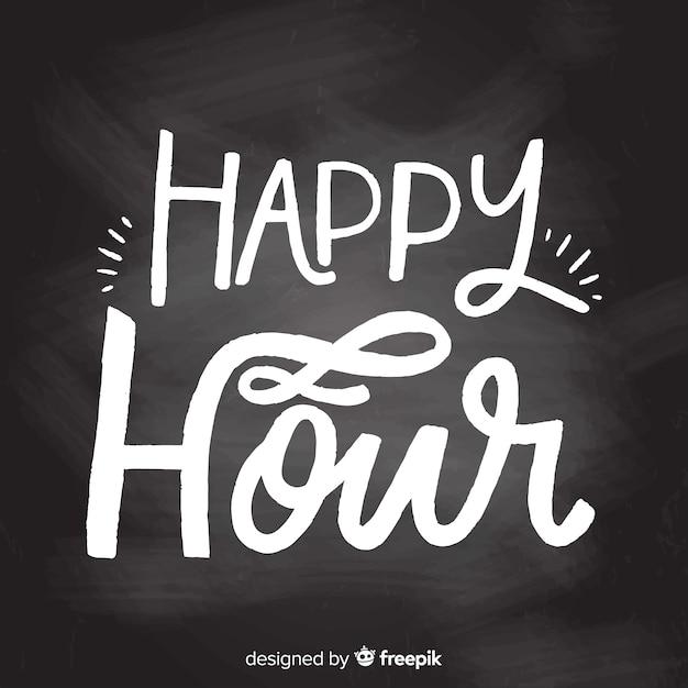 Flaches design happy hour schriftzug auf tafel Kostenlosen Vektoren