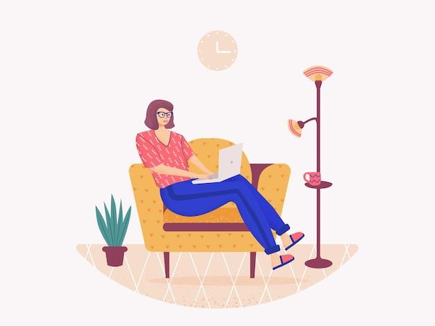Frau, die auf dem sofa sitzt und am laptop arbeitet Premium Vektoren