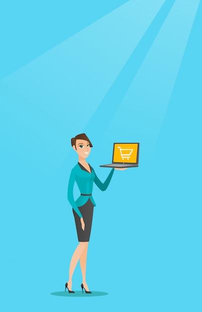 Frau, die laptop mit laufkatze auf einem schirm hält. Premium Vektoren