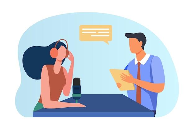 Frau, die mann mit dokument interviewt. Kostenlosen Vektoren