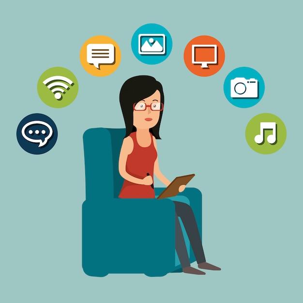 Frau, die mit social media-ikone arbeitet Kostenlosen Vektoren