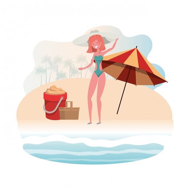 Frau mit badeanzug am strand und sonnenschirm Kostenlosen Vektoren