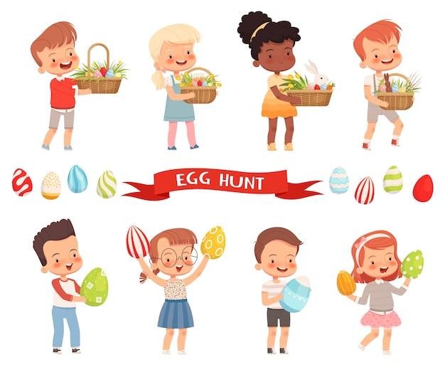 Freudige süße kinder tragen osterkörbe und bemalte eier für den urlaub. Premium Vektoren