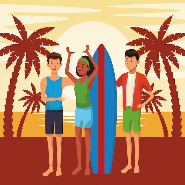 Freunde mit surftabellensommerkarikaturen Kostenlosen Vektoren