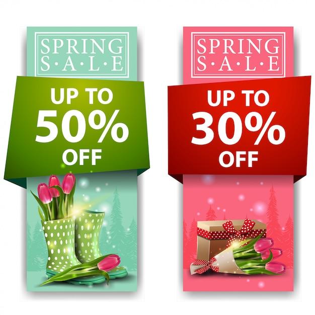 Frühlingsverkaufsfahnen mit blumenstrauß der tulpen Premium Vektoren