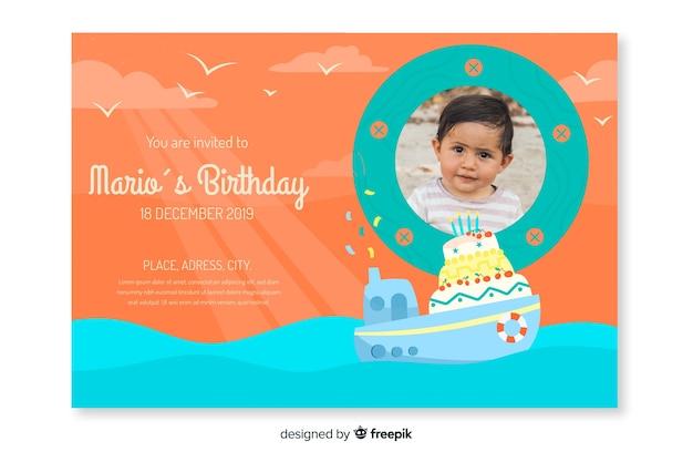Geburtstags-einladungsschablone der kinder mit bild Kostenlosen Vektoren