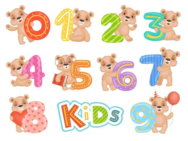 Geburtstagszahlen tragen. party spaß einladung für kinder feier teddybär zeichen cartoon maskottchen Premium Vektoren