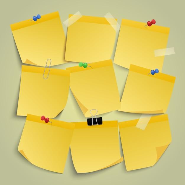 Gelbe papiernotizen. notieren sie memo-aufkleber, erinnern sie an klebriges geschäftspapier, beachten sie, dass post-it-pin-note-illustrationssymbole gesetzt sind. notizbüro mit stift, post klebrig gelb Premium Vektoren