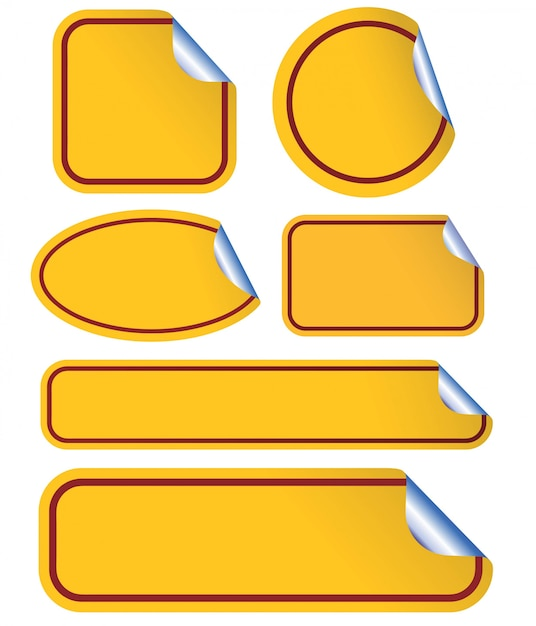 Gelber leerer klebriger gekräuselter papiersatz lokalisiert auf weiß. Premium Vektoren