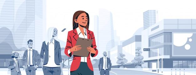 Geschäftsfrau teamleiter chef auffallen banner Premium Vektoren