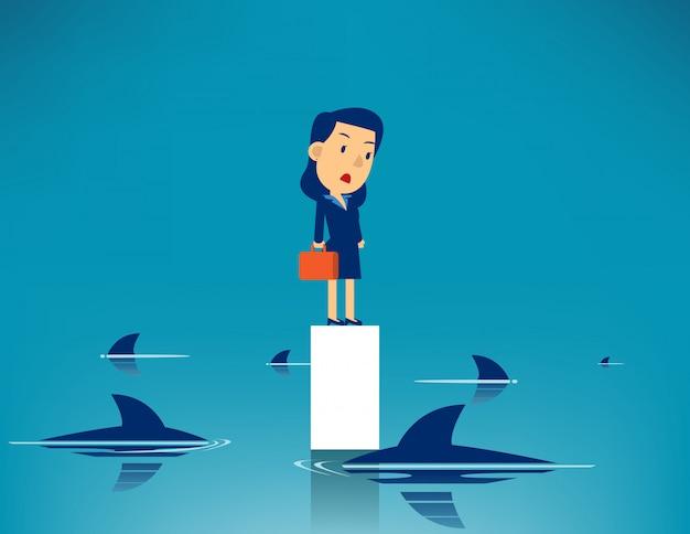 Geschäftsfrau und umgebener haifisch Premium Vektoren