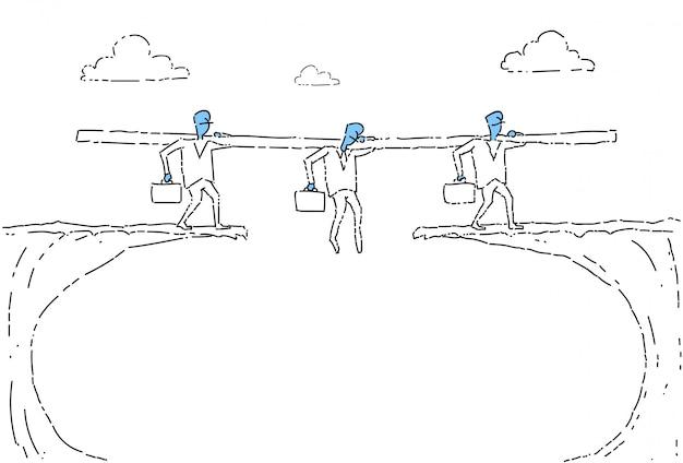 Geschäftsleute gehen über cliff gap businesspeople team risking Premium Vektoren