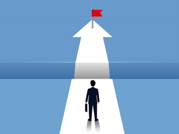 Geschäftsmänner gehen auf weiße pfeile mit abstand zwischen wegen in der front. gehen sie zum ziel des erfolgs im gegenteil Premium Vektoren