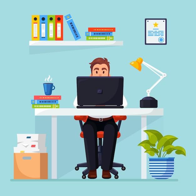 Geschäftsmann, der am schreibtisch arbeitet. büroeinrichtung mit dokumenten, kaffee. manager sitzt auf stuhl Premium Vektoren