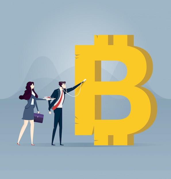 Geschäftsmann, der das bitcoinzeichen überprüft Premium Vektoren