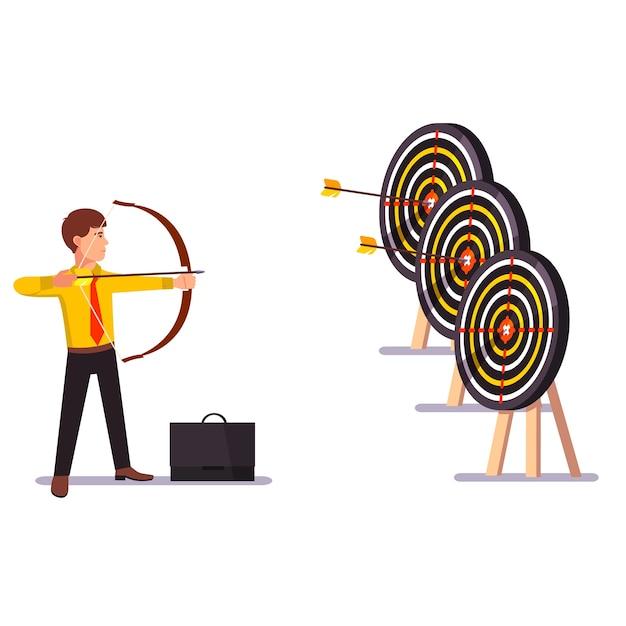 Geschäftsmann macht einen schlag pfeil ziel praxis Kostenlosen Vektoren