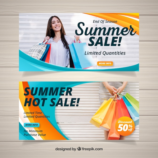Gewellte Sommerschlussverkauffahnen mit Foto Kostenlose Vektoren