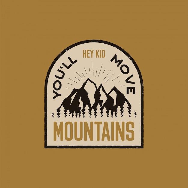 Gezeichneter abenteuerlogoflecken der weinlese hand mit bergen, wald und zitat - he scherzen sie verschieben berge. Premium Vektoren