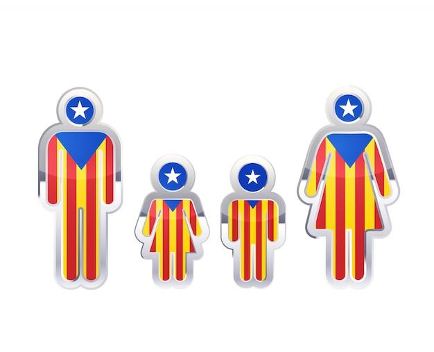Glänzendes metallabzeichenikone in mann-, frauen- und kinderformen mit katalanischer flagge, infografikelement auf weiß Premium Vektoren