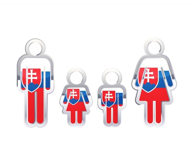 Glänzendes metallabzeichenikone in mann-, frauen- und kinderformen mit slowakischer flagge, infografikelement auf weiß Premium Vektoren