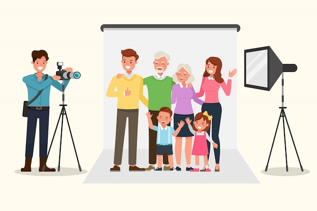 Glückliche familie, die für gruppenfoto aufwirft. Premium Vektoren