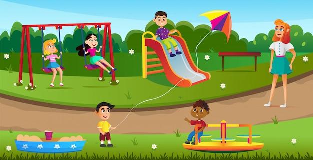 Glückliche kinder, die auf spielplatz im park spielen. Premium Vektoren