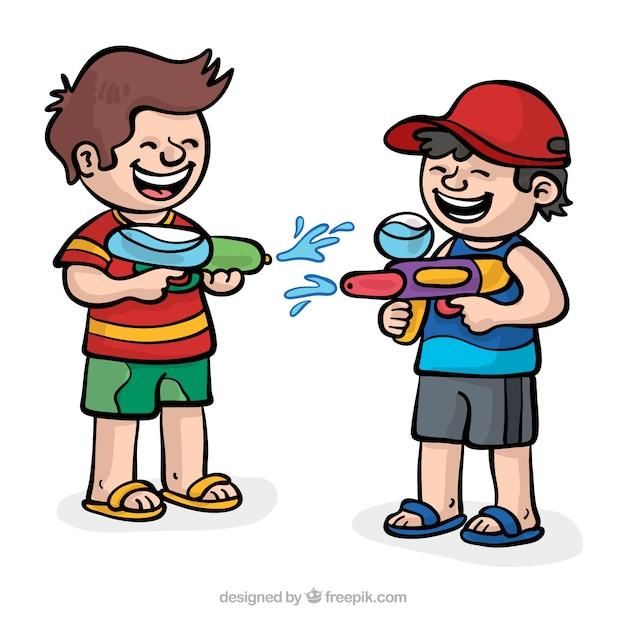 Glückliche kinder, die mit wasserwerfern spielen Kostenlosen Vektoren