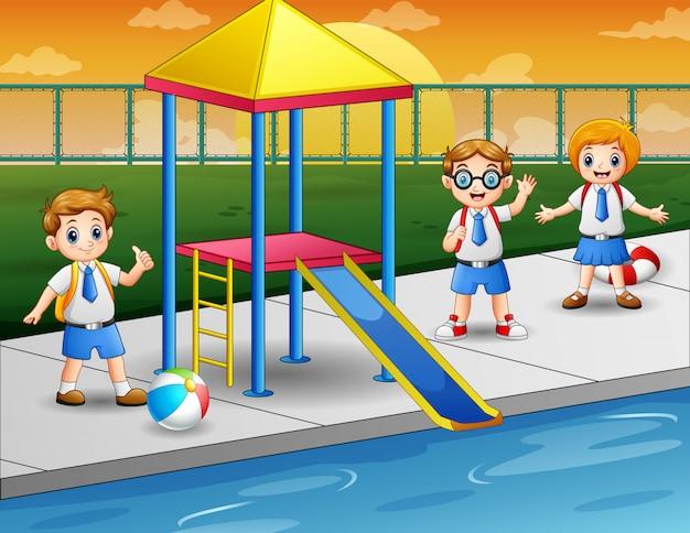 Glückliche kinder in einem schwimmbad Premium Vektoren