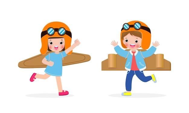 Glückliche kinder jungen und mädchen spielen spielzeug flugzeug pappe Premium Vektoren