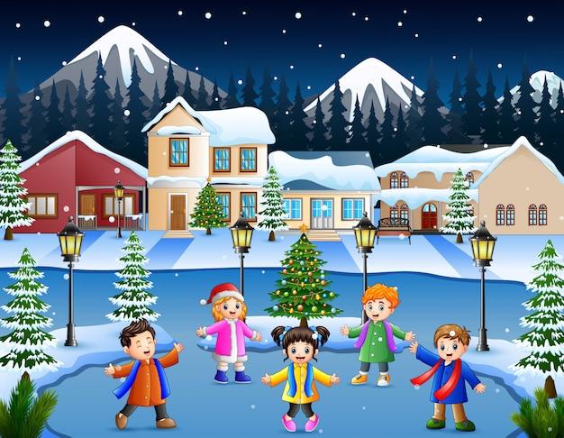 Glückliche kindergruppe, die im schneebedeckten dorf singt Premium Vektoren