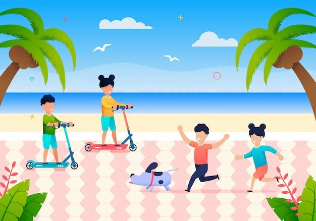 Glückliche kleine kinder spielen am strand am sommertag Premium Vektoren