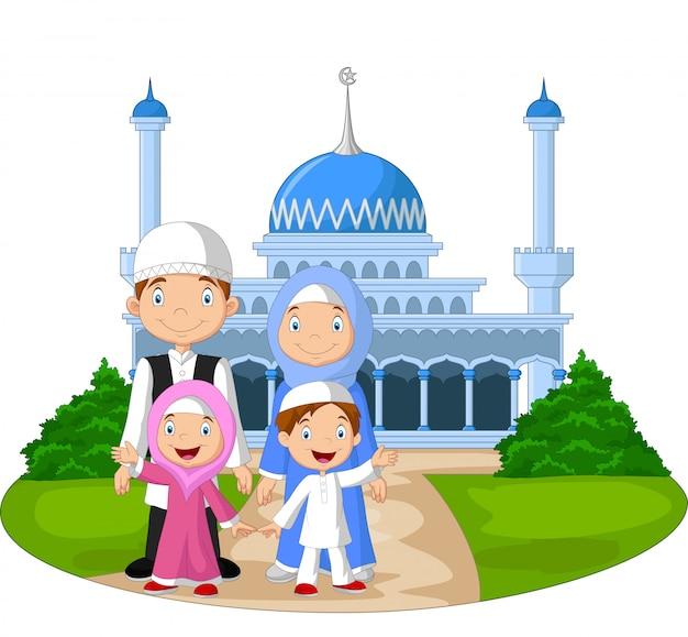 Glückliche moslemische familie der karikatur vor moschee Premium Vektoren