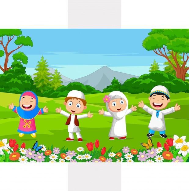 Glückliche moslemische kinder, die im park spielen Premium Vektoren