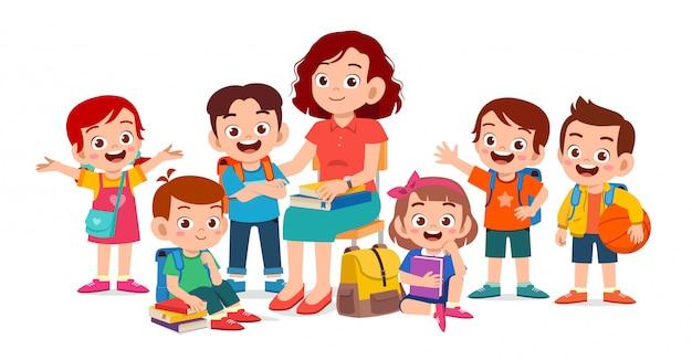 Glückliche nette kinder lächeln mit lehrer zusammen Premium Vektoren