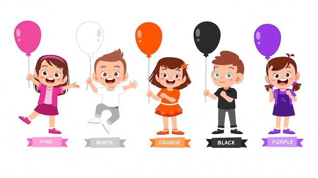 Glückliche niedliche kinderabnutzung viel farbentwurf Premium Vektoren