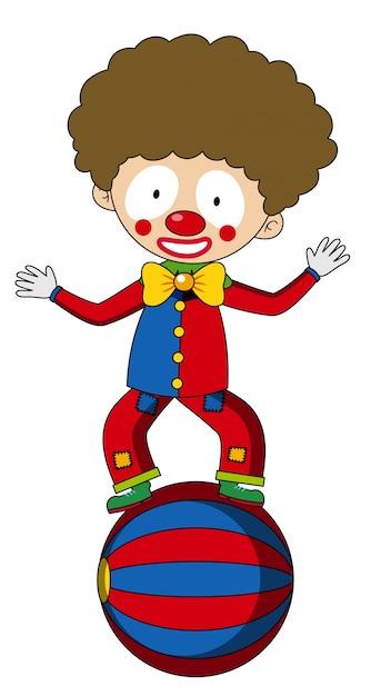 Glücklicher clown, der auf großem ball balanciert Kostenlosen Vektoren