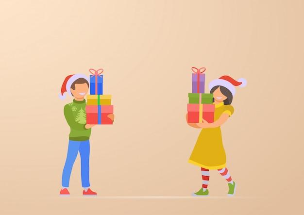 Glücklicher kindersohn und -tochter mit weihnachtsgeschenken in der handillustration Kostenlosen Vektoren