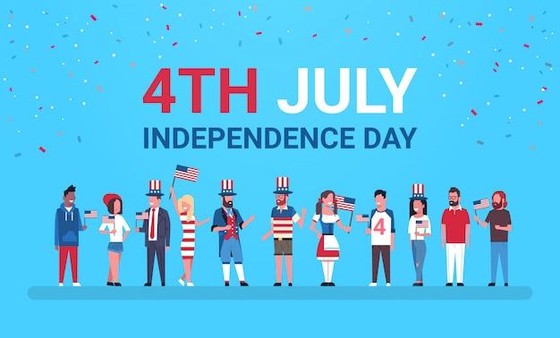Glücklicher unabhängigkeitstag 4. juli mischen rassenleute mit us-flaggen, die kappen feiern Premium Vektoren